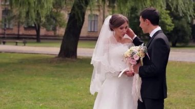 Just married gentle kiss — Stock Video