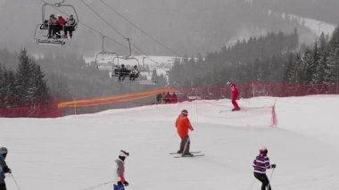 Snowstorm at the ski resort. — 图库视频影像