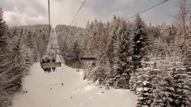 Lift in a snowy forest. — Vídeo de Stock
