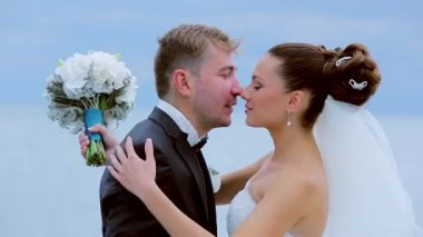 Just married kissing — Stockvideo