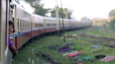 長い列車. — ストックビデオ