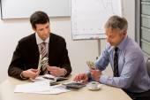 Businessmen share the profit. — Stock Photo