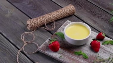 Delicious cream brulee. — Stock Video