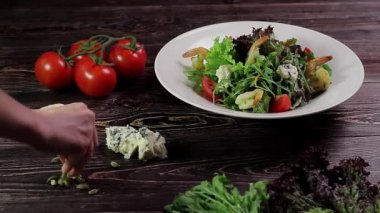 Healthy salad with shrimps. — Stock Video