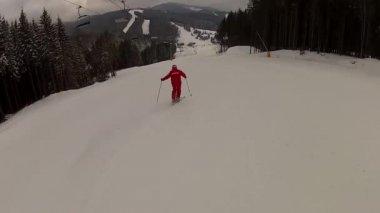 Skier going down the ski run in Bukovel, Ukraine — Stock Video