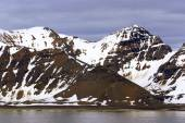 The end of a glacier where it falls into the Arctic Ocean in Spitsbergen, Svalbard, Norway. — Stock Photo