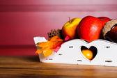 Jesienna ozdoba na drewnianym stole — Zdjęcie stockowe