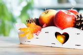 木製のテーブルの上の秋の装飾 — ストック写真