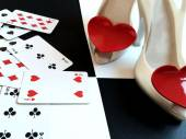 High heels with playing cards. — Stock Photo