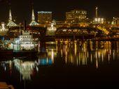 The Willamette River at Night in Portland — Stock Photo