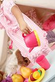 Předstírat, hrát Tea Party doma s stan Teepee — Stock fotografie