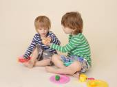 Children Sharing Pretend Food — Stock Photo
