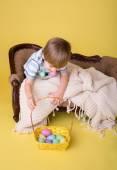 Child with Easter Egg Basket, Egg Hunt — Stock Photo