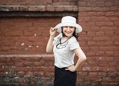Retro şapkalı kadın — Stok fotoğraf