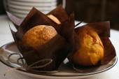 Three muffins on the plate — Stock Photo