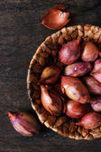 Shallot in a wicker basket  — Stock Photo