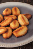 Madeleine cookies on the ceramic plate — Stock Photo