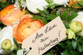 Flower bouquet with label all love for mothers day in german — Stok fotoğraf