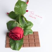 Rose and chocolate with Card in German Fuer meinen Schatz — Foto de Stock
