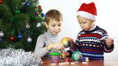 Boy paints the Christmas boll — Foto de Stock