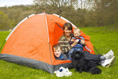 Mother with children in a tent on the nature — Stockfoto