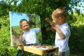 Funny kid draws a picture on the mirror — Photo