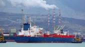 Tanker leaves the port — Stock Photo