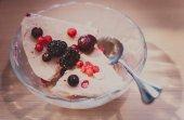 Strawberry ice cream — Stok fotoğraf