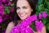 Portrait of young beautiful woman girl on background of bougainv — Fotografia Stock