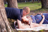 Pregnant couple man husband woman girl wife in love outdoors, hu — Stock Photo