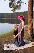 Pregnant couple man husband woman girl wife in love outdoors in  — Stock Photo