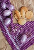 Brillante serie di uova di Pasqua e coniglio forma biscotti fatti in casa — Foto Stock