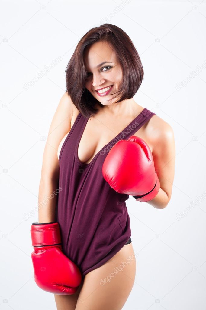 性感的女孩女运动员在红色拳击手套 — 图库照片©olesya@turchuk.ru#91817076