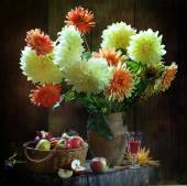 Apples in a wattled basket, wine and dahlias — Stock Photo