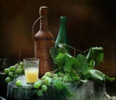 Vodka grape and a cluster of green grapes — Stock fotografie