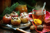 Apples baked with nuts and honey and tea with a lemon — Foto Stock