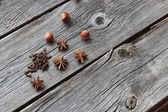Wood nut, cinnamon sticks, a carnation and anise asterisks on a — Stock Photo