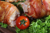 Chicken beaters in bacon submitted on leaves of salad with fresh — Stock Photo