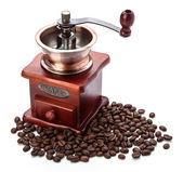 Čerstvých kávových zrn a mlýnek na zrnkovou kávu — Stock fotografie