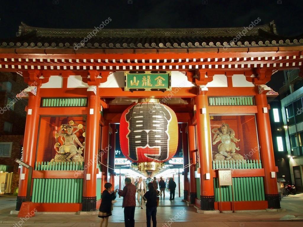 Los turistas visitan kaminarimon puerta de la entrada for Puerta kaminarimon