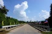 Thai and King flags decorated on the bridge — Stok fotoğraf