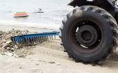 Wheel tractor cleaning — Stock Photo