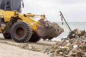 Tractor cleaning with clean up Garbage on the seashore  on trail — Stock Photo