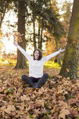 Woman portret in autumn leaf — Foto de Stock