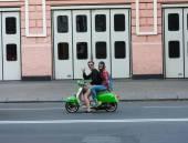 UKRAINE, KIEV - September 9,2013: Man and woman on a motor scoot — Photo