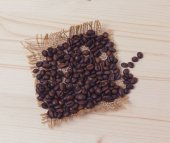 Coffee beans on a wooden board — Stock Photo