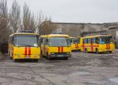 Donetsk, Ukraine - April, 11, 2014: Buses rescuers at the mine n — Stock Photo