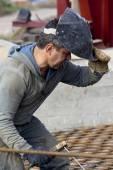 Krasnoarmejsk, Ukraine - October 18, 2012: Welder at work — Stock Photo