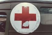 Red cross on army ambulance — Zdjęcie stockowe