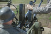 Anti-aircraft gun with soldiers — Fotografia Stock